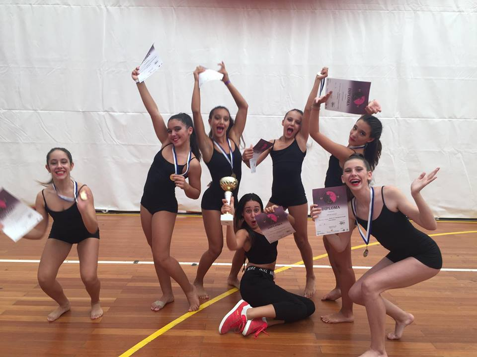 1 θέση στο σύγχρονο χορό 12-15 ετών